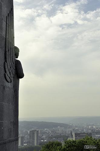 Liège derrière le monument du 14ème de Ligne