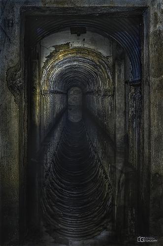 Reflets dans le couloir semi-immergé