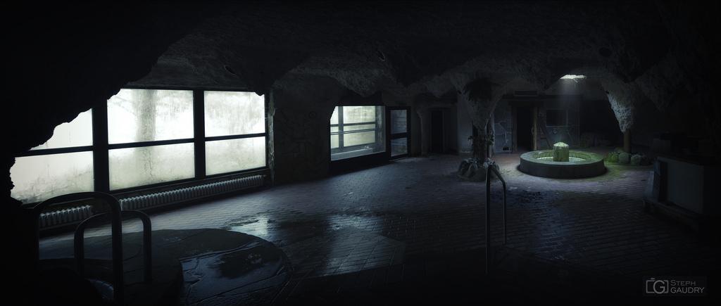 Un puis de lumière dans le centre aquatique abandonné
