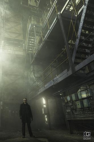 Un peu de fumée, et un autoportrait industriel