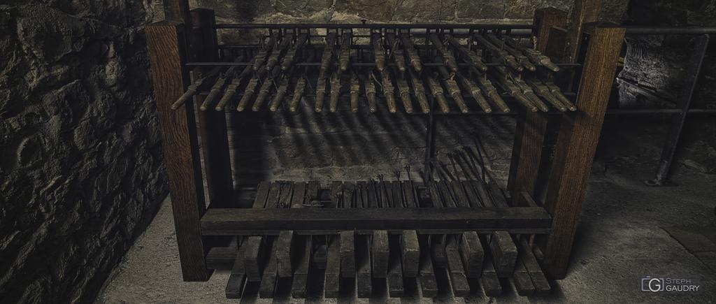 Clavier du carillon de la collégiale Saint-Barthélemy