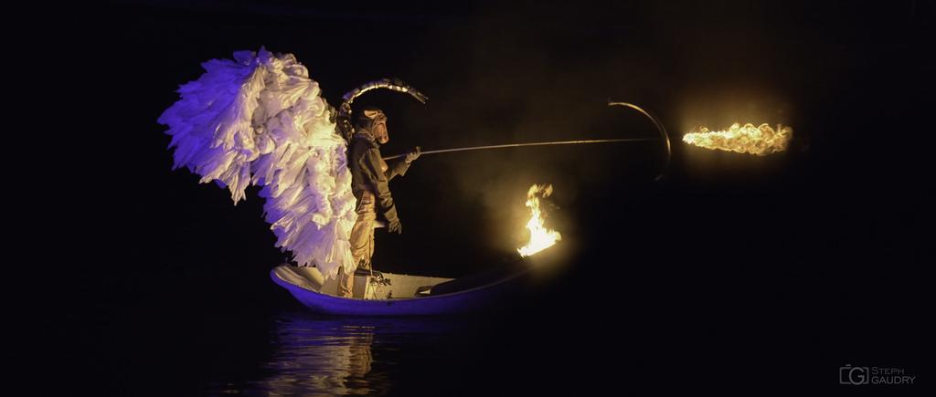 Un ange de feu - Metamorphoses - Les fous du bassin