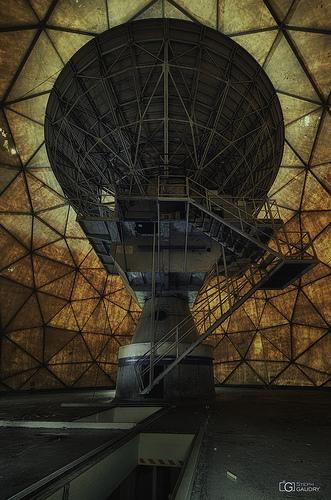 Vue intérieure du dôme, l'antenne OTAN abandonnée