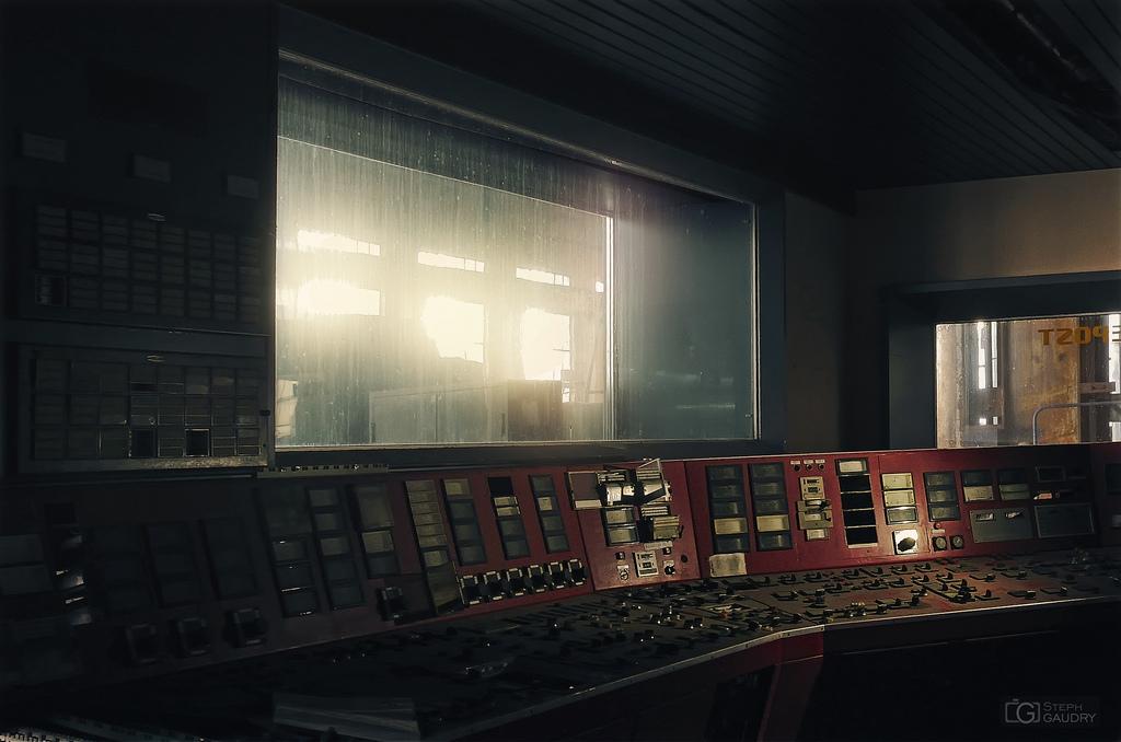 ECVB powerplant - salle de contrôle rouge