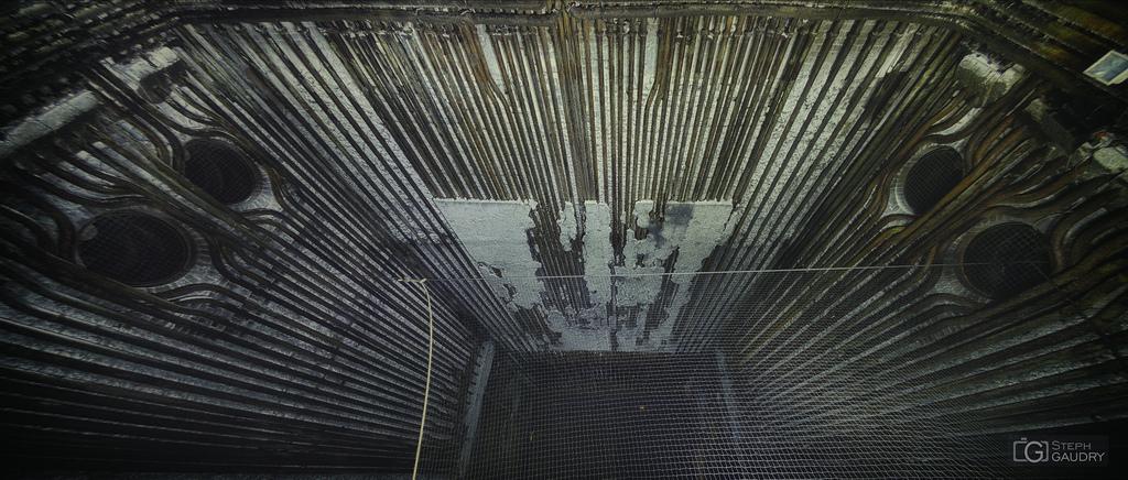 L'intérieur du four en regardant vers le haut
