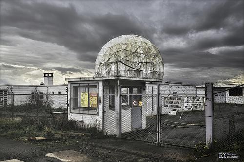 La station de télécommunication et l'antenne OTAN abandonnée