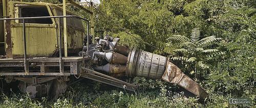 Un torboréacteur abandonné dans les bois