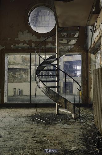 Colimaçon; Winter circus - Spiral staircase