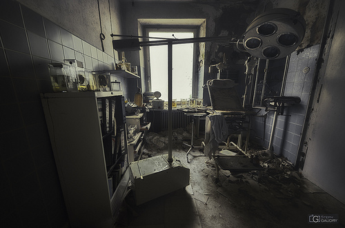 Salle d'examen médical abandonnée