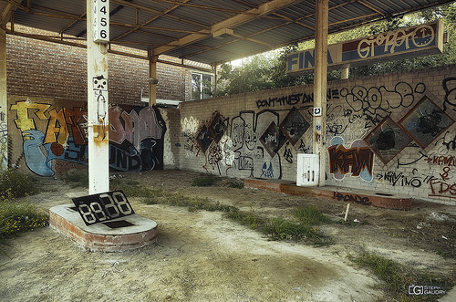 Doel, Abandoned gas station