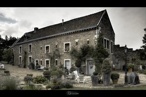 Saive, la place du vieux château