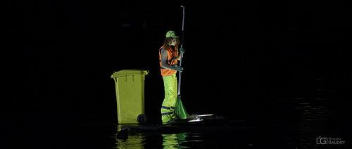 Nettoyage fluvial à Liège  - Metamorphoses - Les fous du bassin