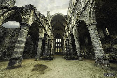 Abbaye de Villers: Nef et bas-côtés, vus depuis la travée