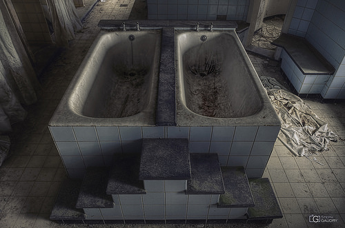 Double bath and crime scene