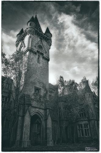 Photo vintage de la tour de l'horloge du château de Noisy
