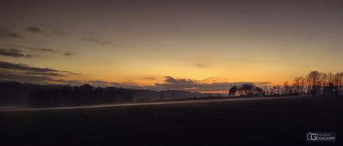 Coucher de soleil sur la brume qui se lève