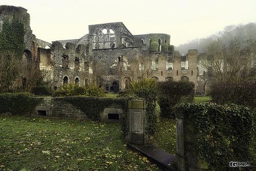 Abbaye de Villers: chauffoir, salle des moines, et infirmerie
