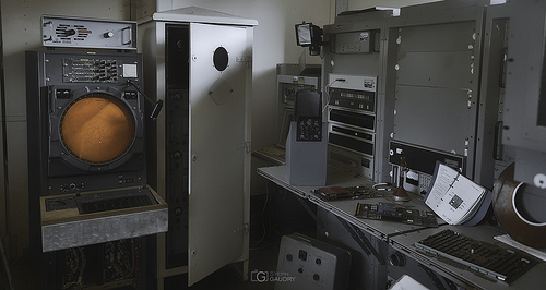 Old military radar for the air traffic control