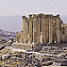 Thumb Jerash (JOR) - Le sanctuaire de Zeus (droite) et l'Arc d'Hadrien (gauche)