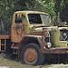 Thumb Vecchio camion arrugginito, abbandonato in cave di marmo