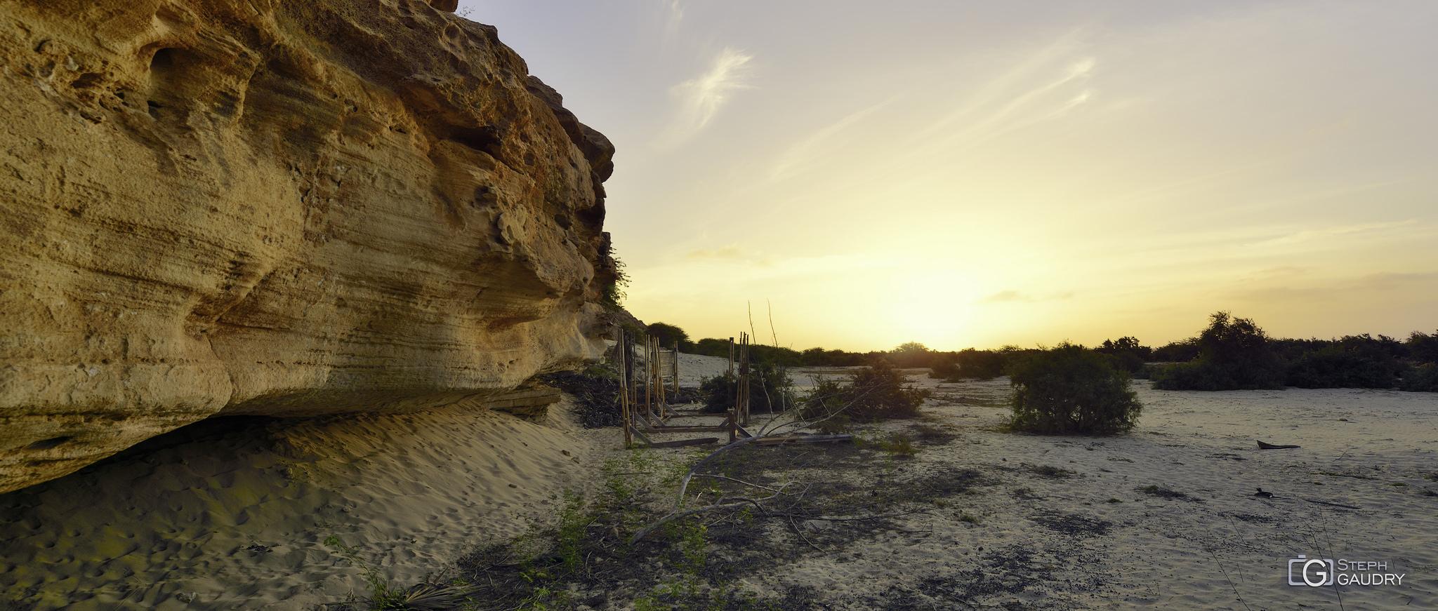 Coucher de soleil sur les rochers du Cap Vert [Click to start slideshow]