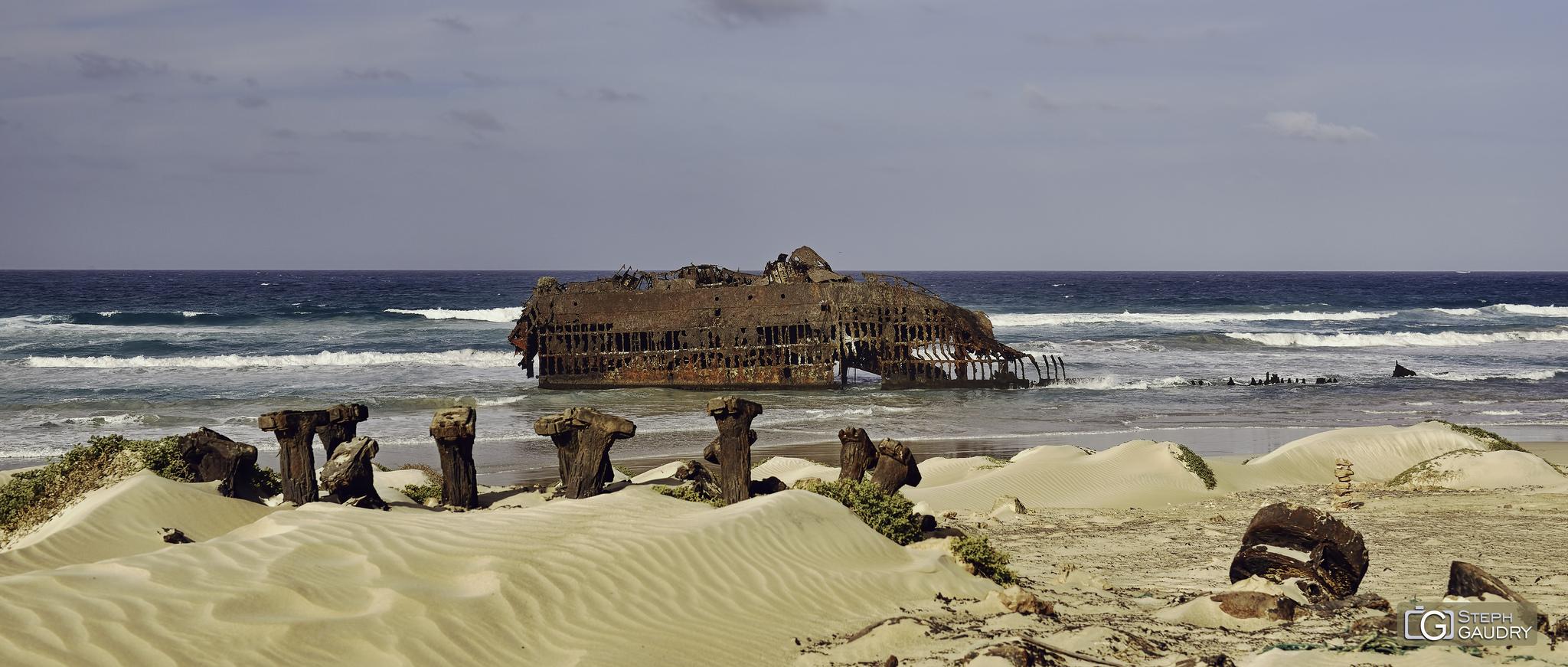 Restes du naufrage du Cabo Santa Maria [Klik om de diavoorstelling te starten]