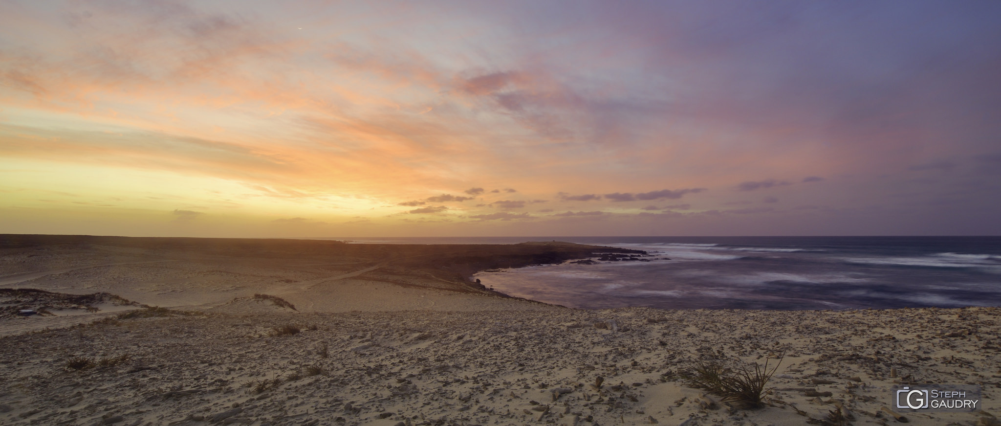Coucher de soleil sur les plages de Morro de Areia [Click to start slideshow]