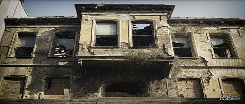 Eskimiş terkedilmiş evler