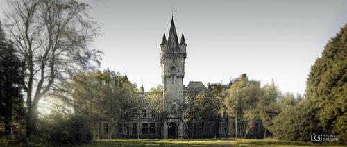 Panorama de l'entrée du château de Noisy