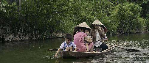 En famille sur la rivière Ngo Dong