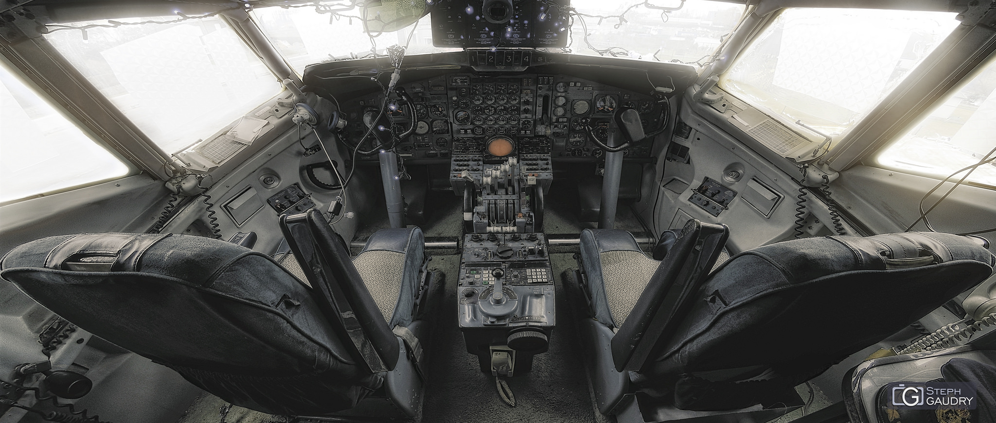 Cockpit Boeing 707 - Flat colored version [Click to start slideshow]