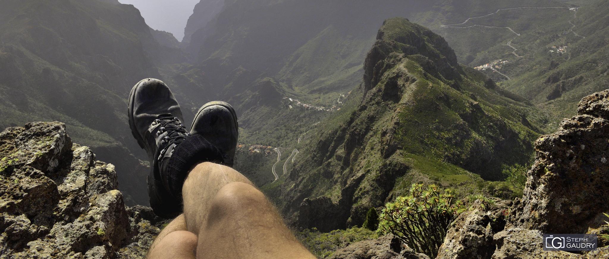 Trekking : El descanso y la vista sobre el Barranco de Masca [Cliquez pour lancer le diaporama]
