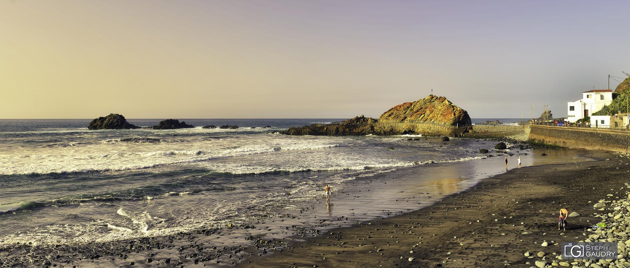 Un paseo por la playa antes de la cena en Casa África [Cliquez pour lancer le diaporama]