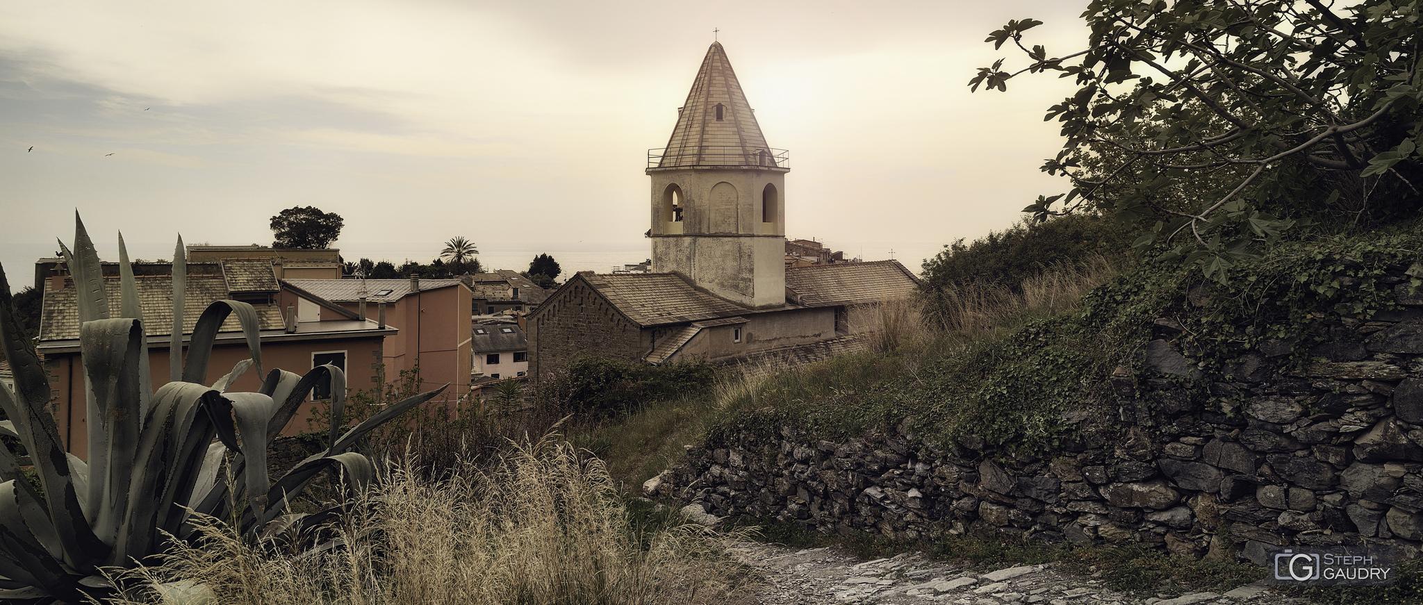 Tramonto sulla chiesa Di San Pietro di Corniglia