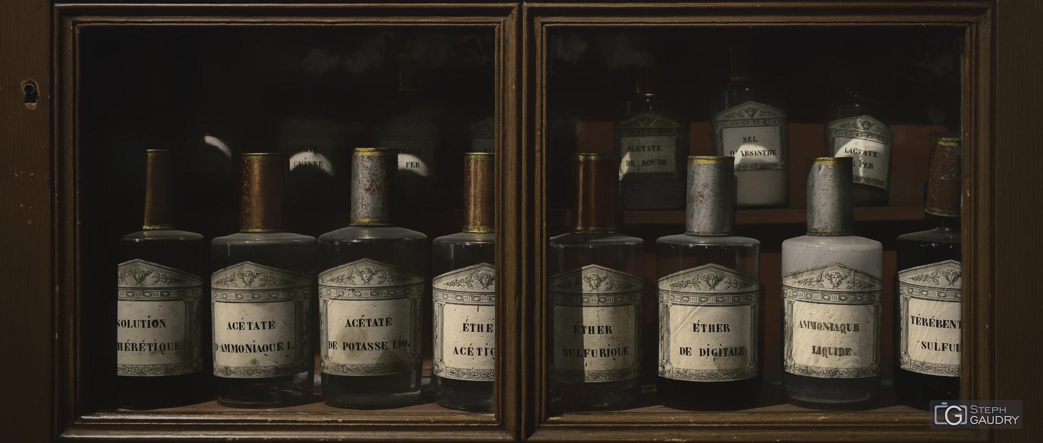 Pharmacie de Beaune [Click to start slideshow]