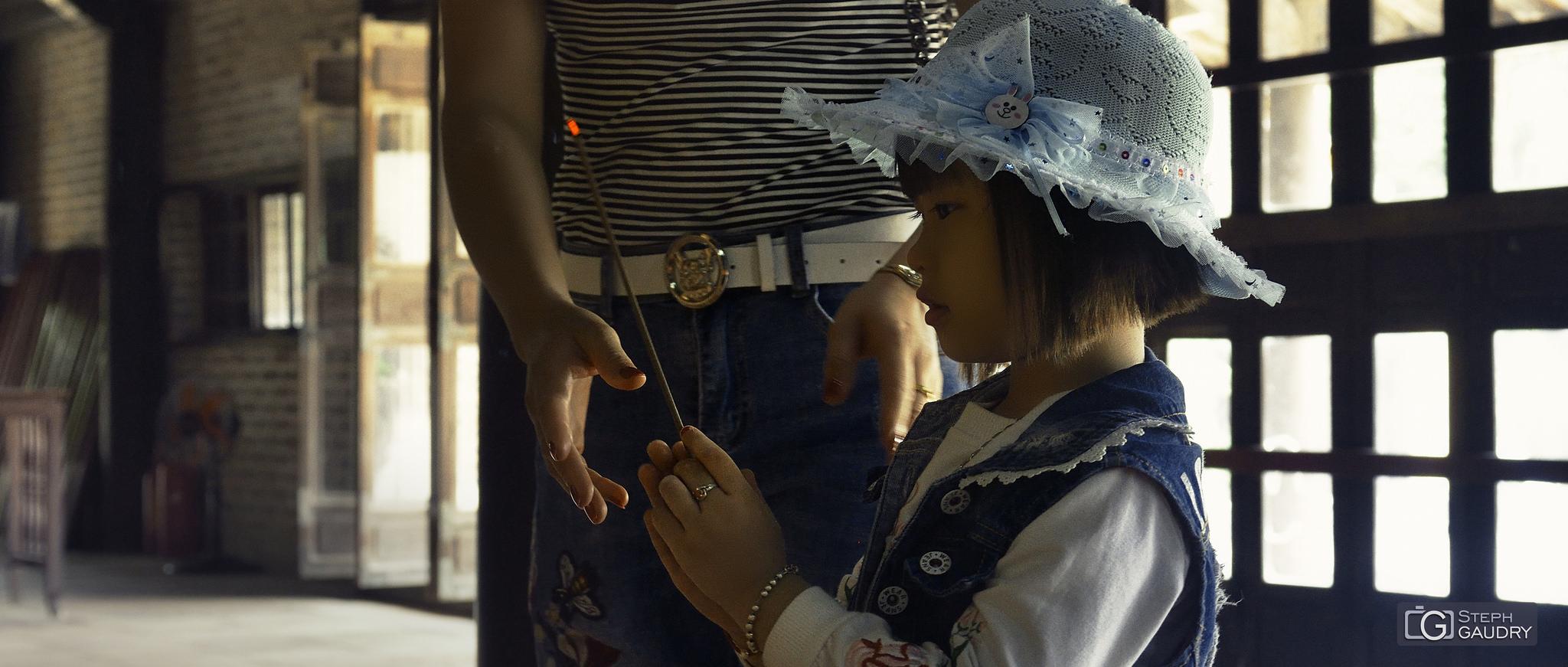 Prières dans la cité impériale de Hué