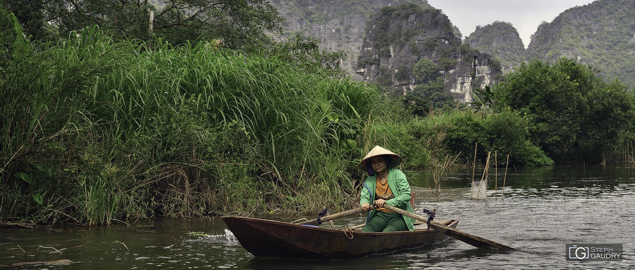 Sur la rivière Ngo Dong (Ninh Binh, Vietnam) [Klik om de diavoorstelling te starten]