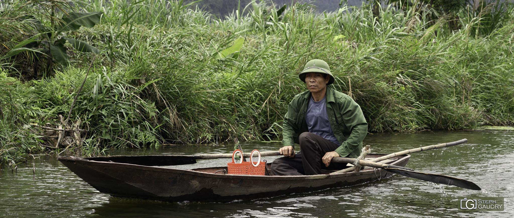Barque sur la rivière Ngo Dong (Vietnam) [Click to start slideshow]