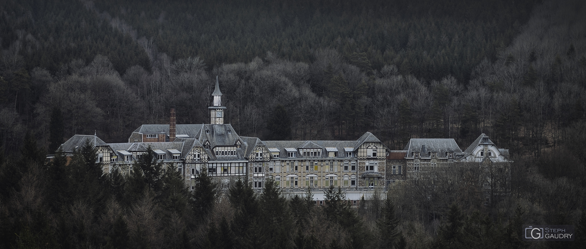 Ancien sanatorium de Borgoumont (sanatorium du Basil) [Click to start slideshow]