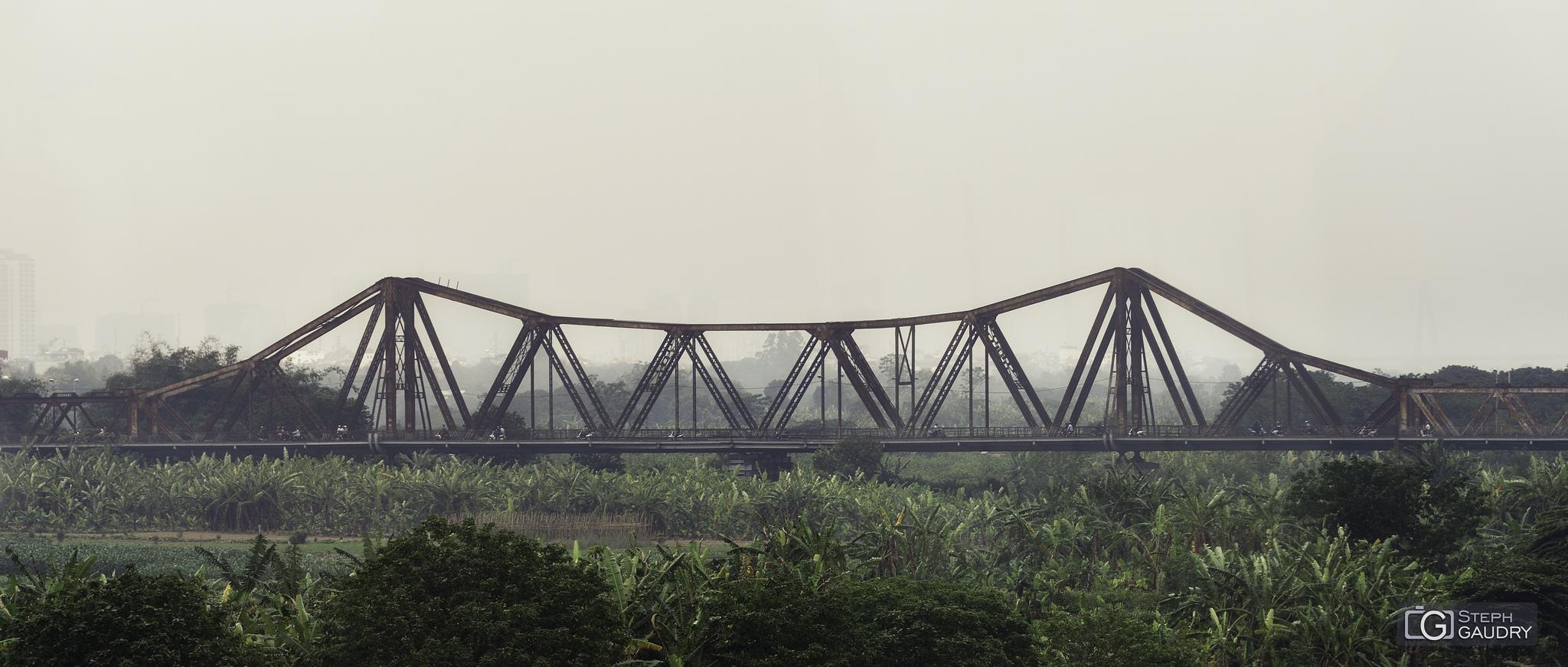 Lever de soleil sur le pont Long Biên à Hanoï [Cliquez pour lancer le diaporama]