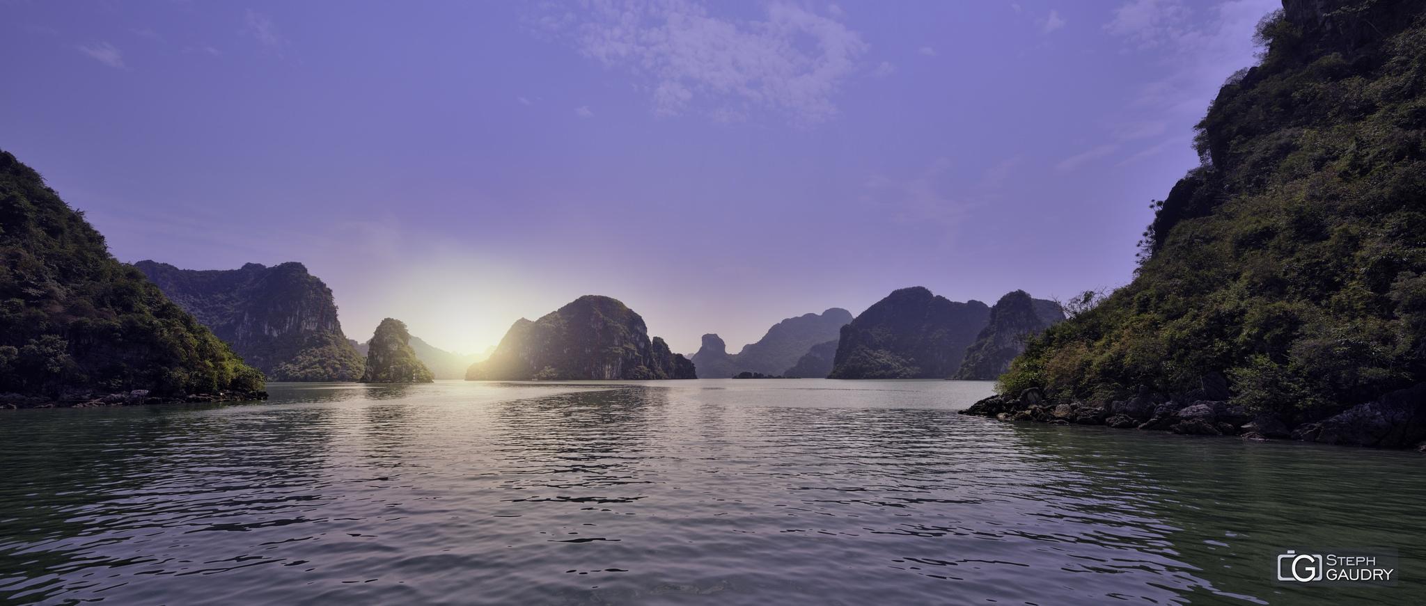 Baie d'Hạ Long (ou baie d'Along) [Cliquez pour lancer le diaporama]