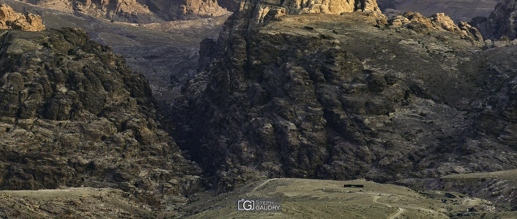Campement nomade à Ayn Ammūn [Click to start slideshow]