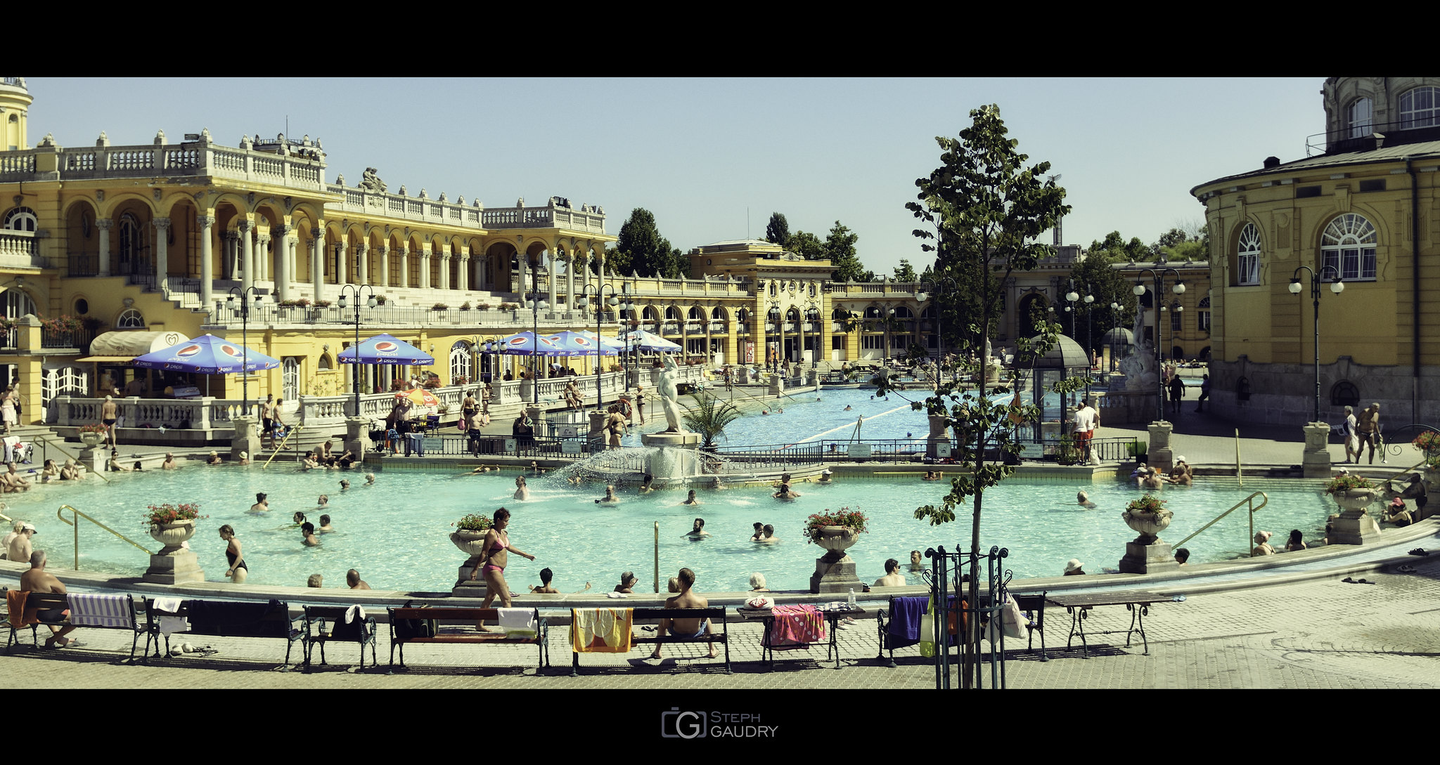 Széchenyi Thermal Bath and Swimming Pool [Klik om de diavoorstelling te starten]