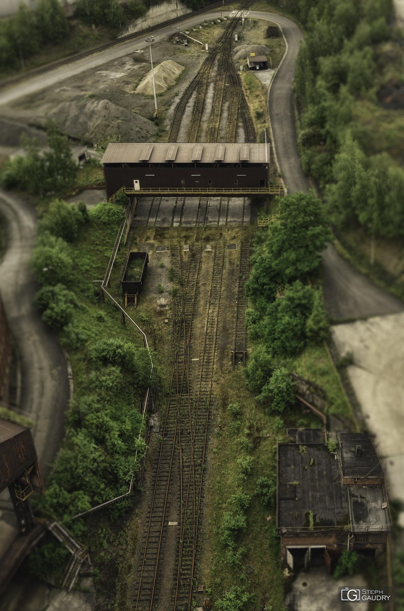 Blast furnace tilt shift - rails