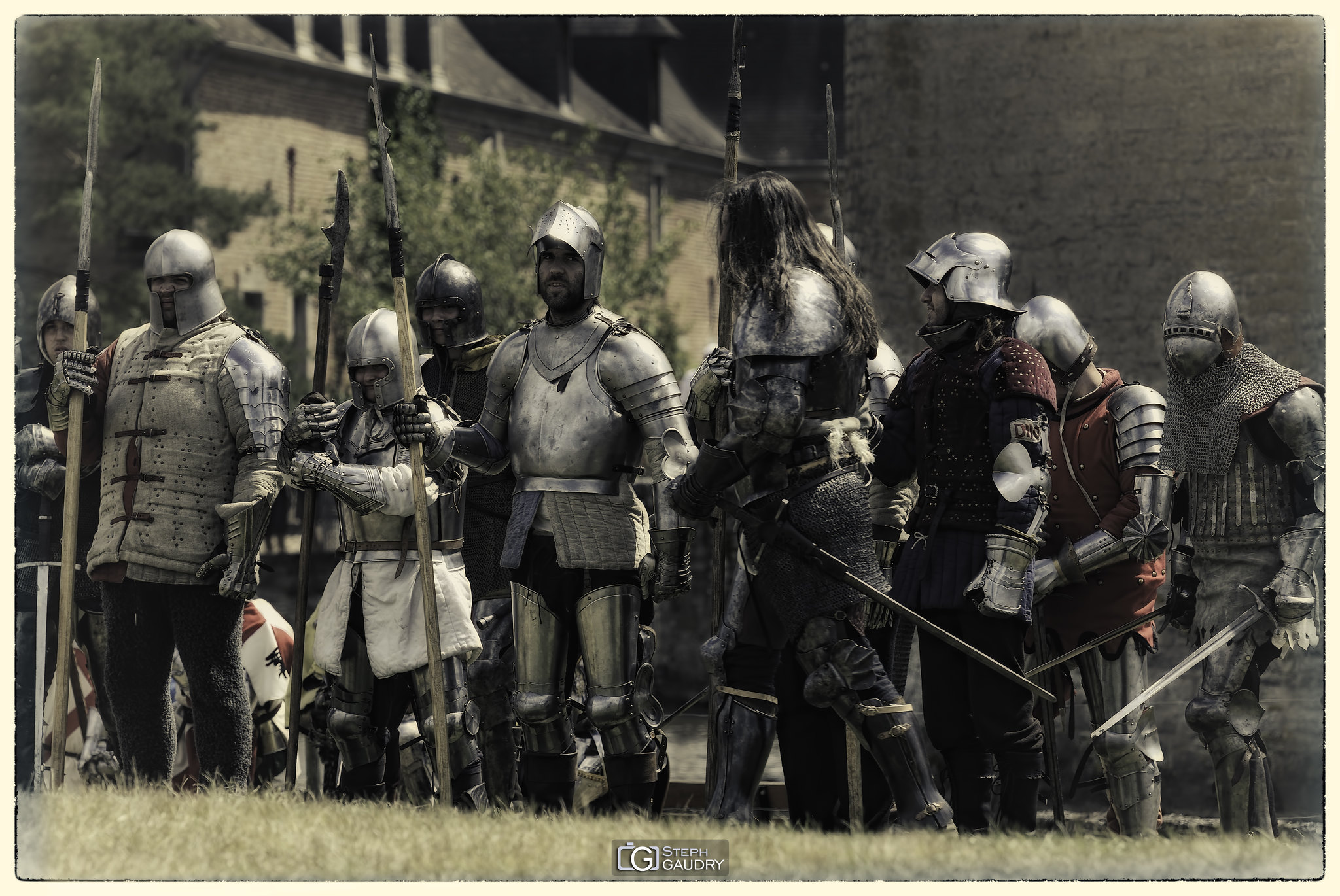 Revue des troupes [Click to start slideshow]