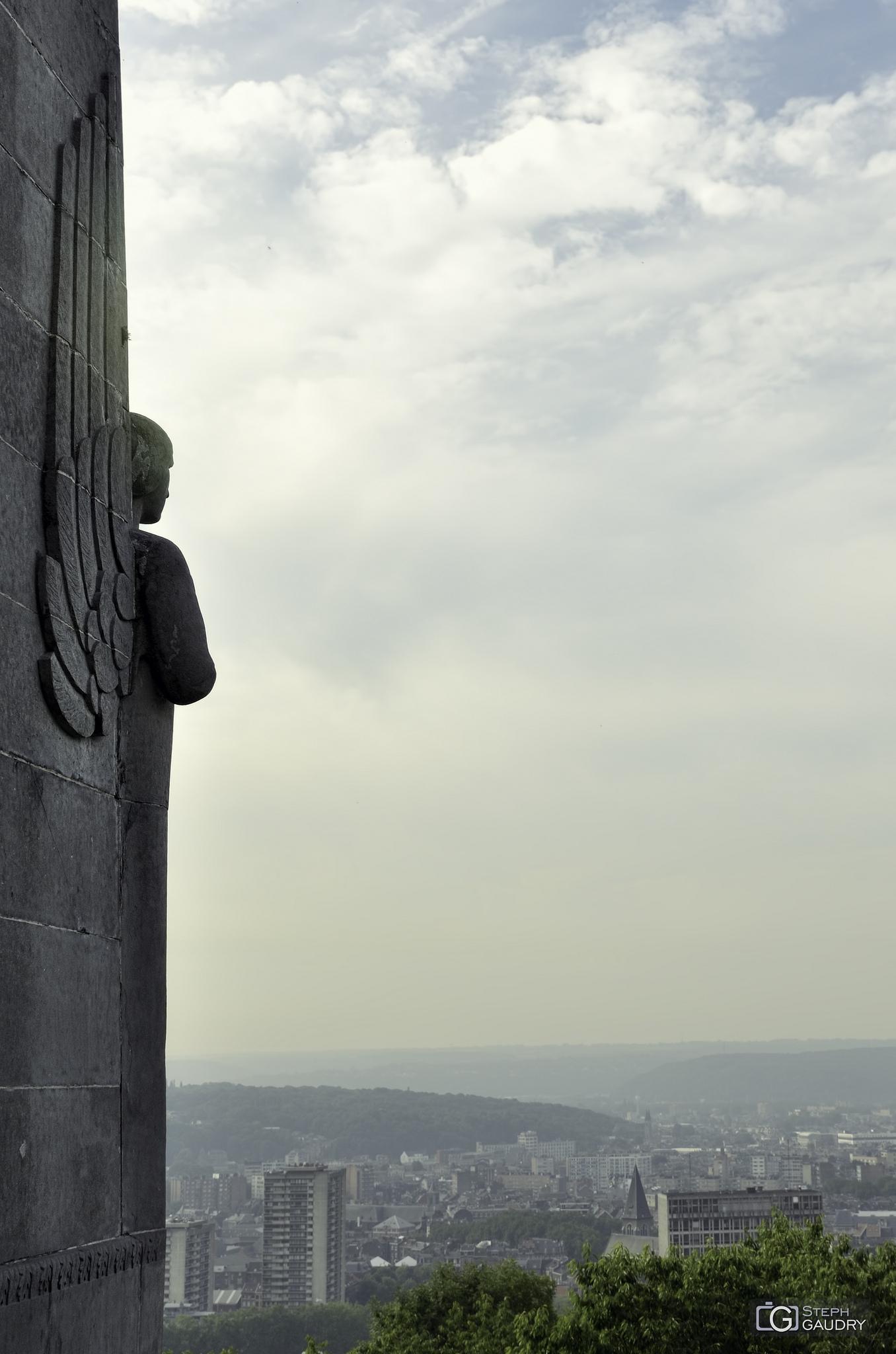 Liège derrière le monument du 14ème de Ligne [Cliquez pour lancer le diaporama]