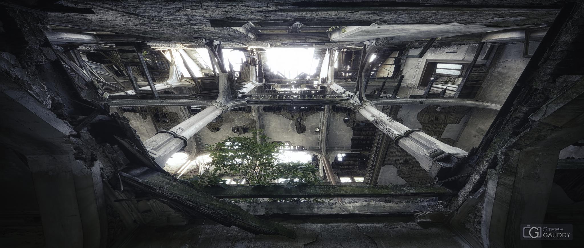 Château de Messen - contre-plongée [Cliquez pour lancer le diaporama]