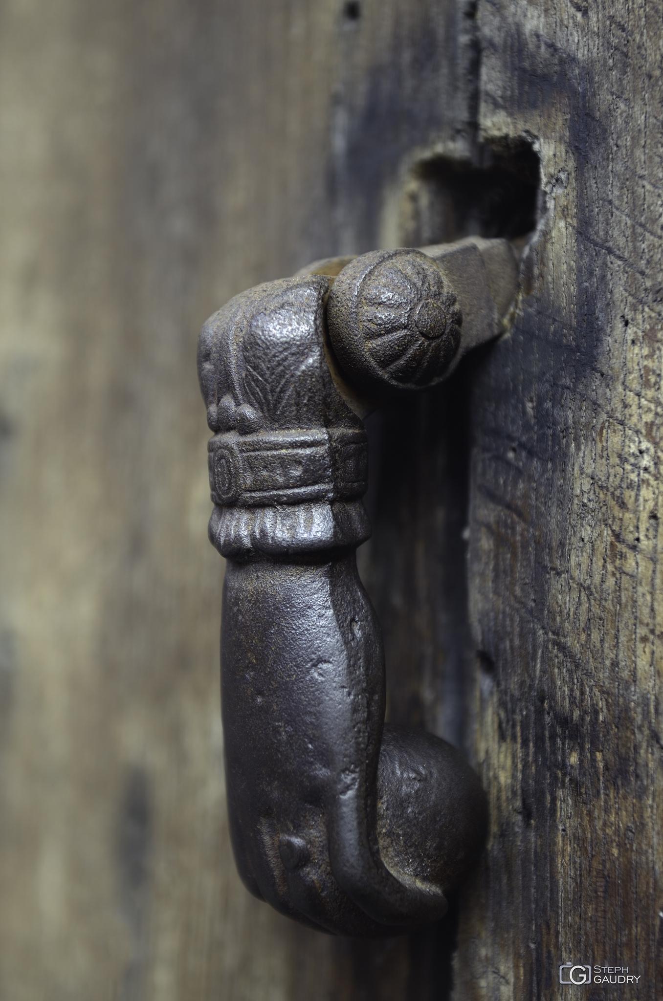 Heurtoir de porte en forme de main à Liège [Cliquez pour lancer le diaporama]