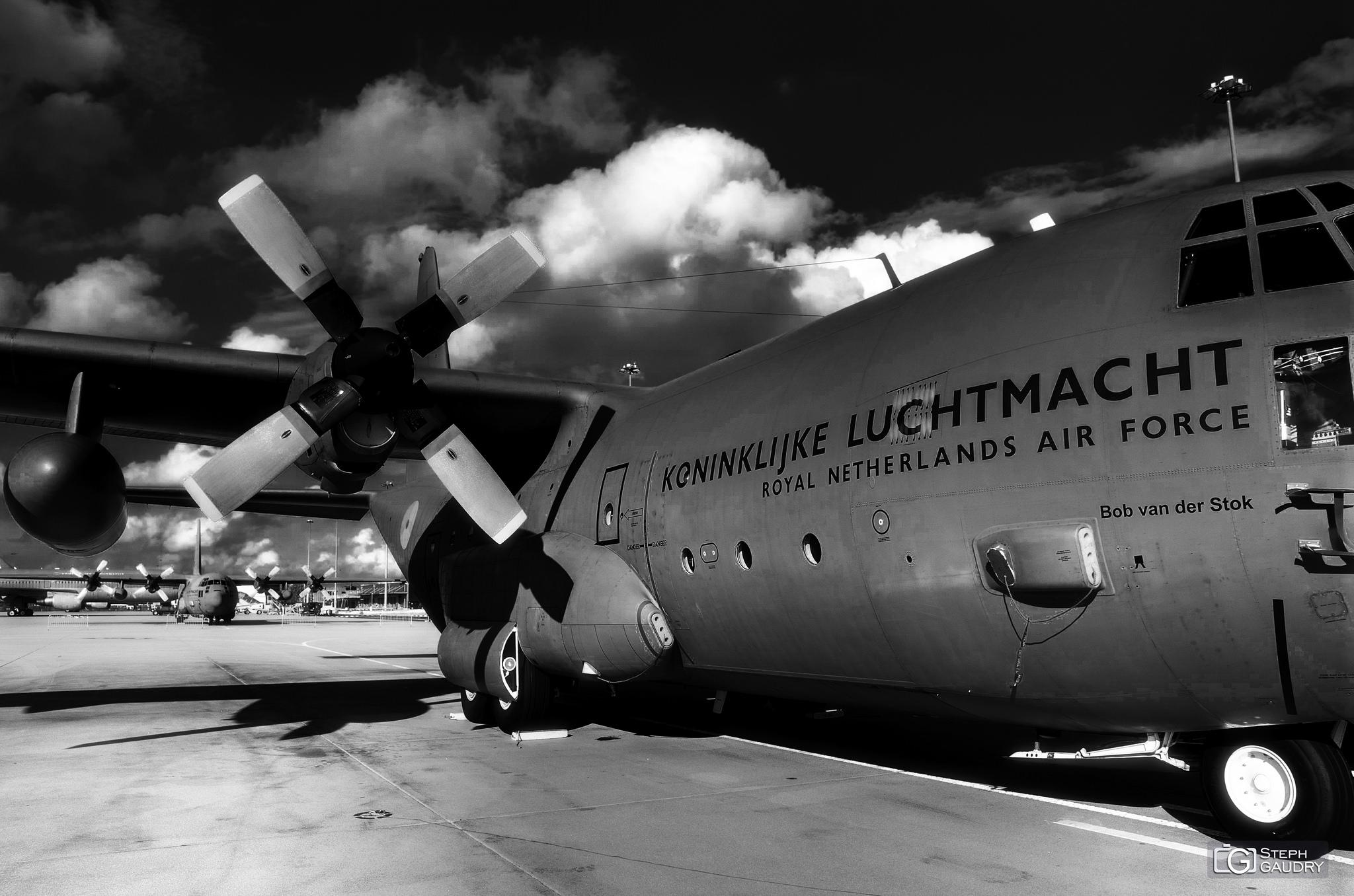 Royal Netherlands Air Force: Lockheed C-130H-30 Hercules [Klik om de diavoorstelling te starten]