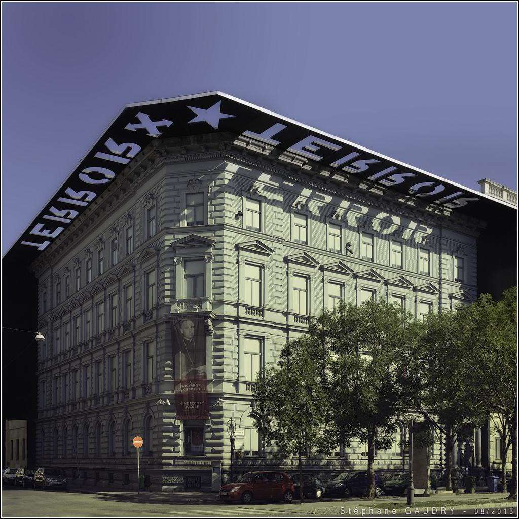 Terror Háza - [square 30°/60°] [Click to start slideshow]